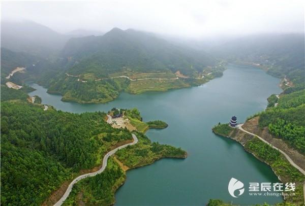(航拍三千湖风景区,形状极像中国地图.)